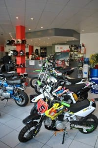 r4 moto's skyteam dax, YCF, Kymco scooter, Husqvarna onderhoud en herstellen motorfiets brommer